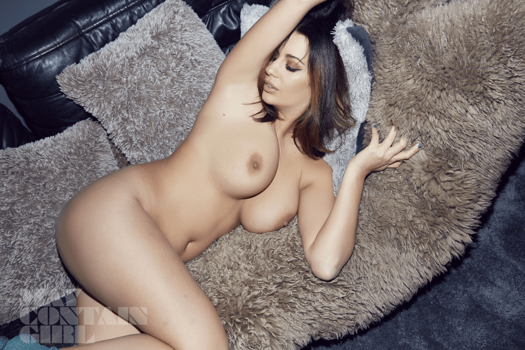 Holly Peers Topless (25 Photos)