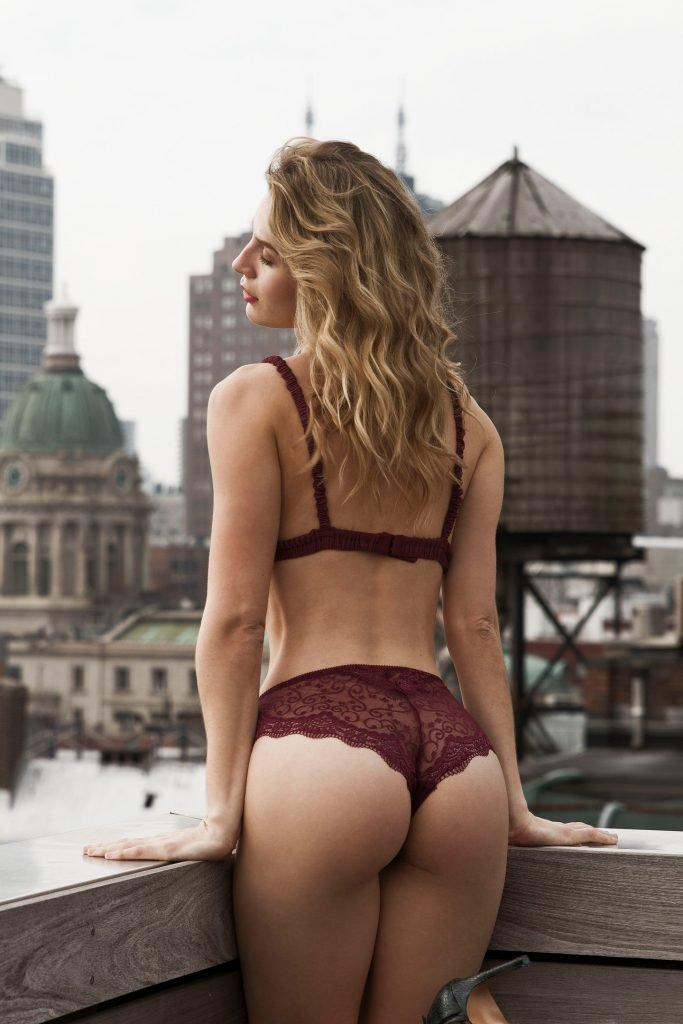 Lauren Bonner Sexy & Topless (17 Photos)