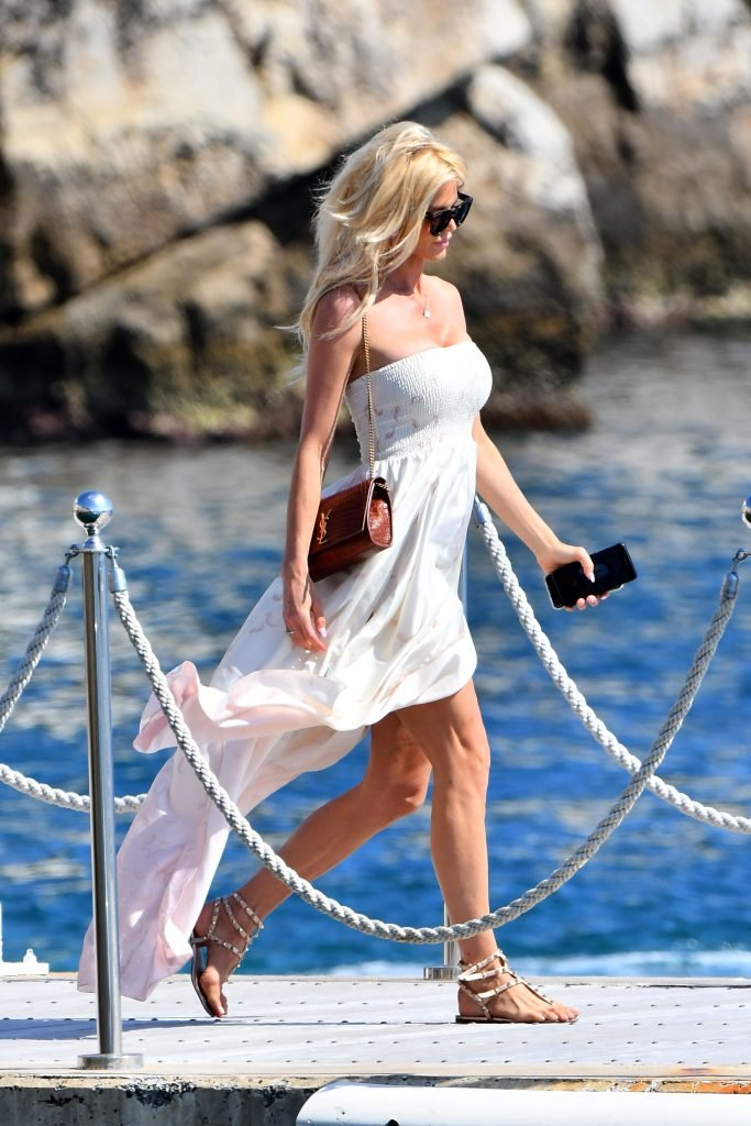 Victoria Silvstedt Flashes Her Butt (22 Photos)
