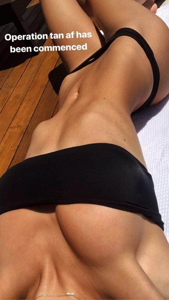 Alexis Ren Sexy (6 Photos)