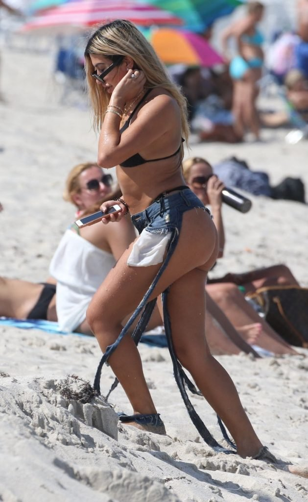 Gabriela Suares Sexy (24 Photos + GIF)