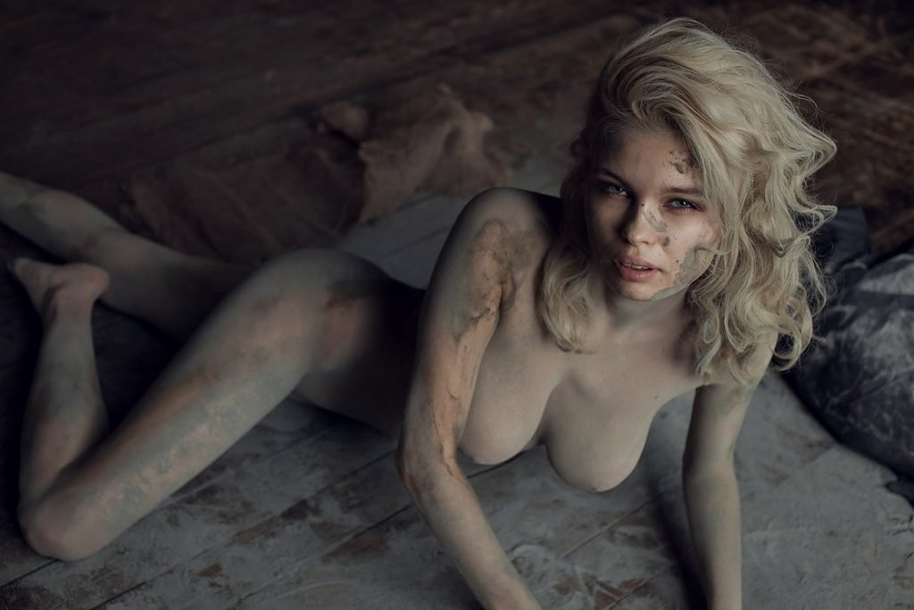 Julia Logacheva Naked (9 Photos)