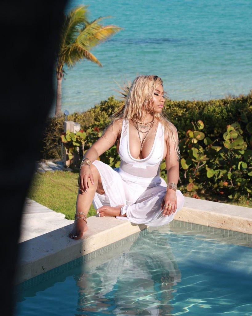 Nicki Minaj Sexy (7 Pics + GIF & Videos)