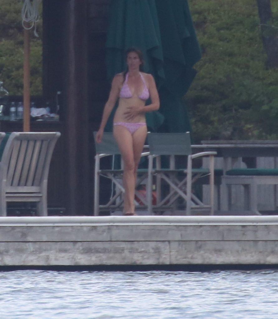 Cindy Crawford Sexy (18 Photos)