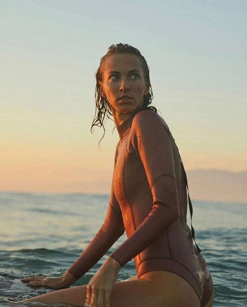 Stephanie Moore Nude & Sexy (100 Photos)