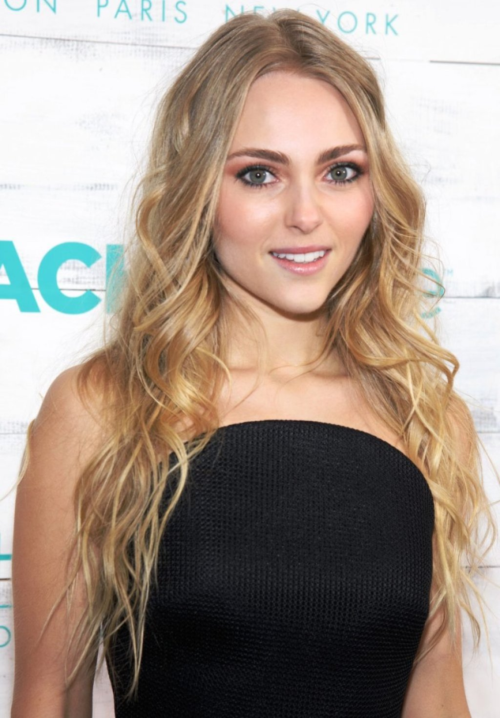 AnnaSophia Robb Sexy (85 Photos)
