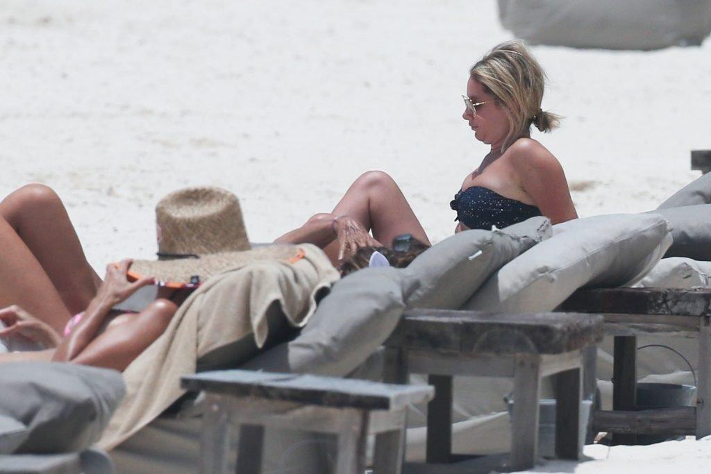 Ashley Tisdale Sexy (19 Photos + GIF)