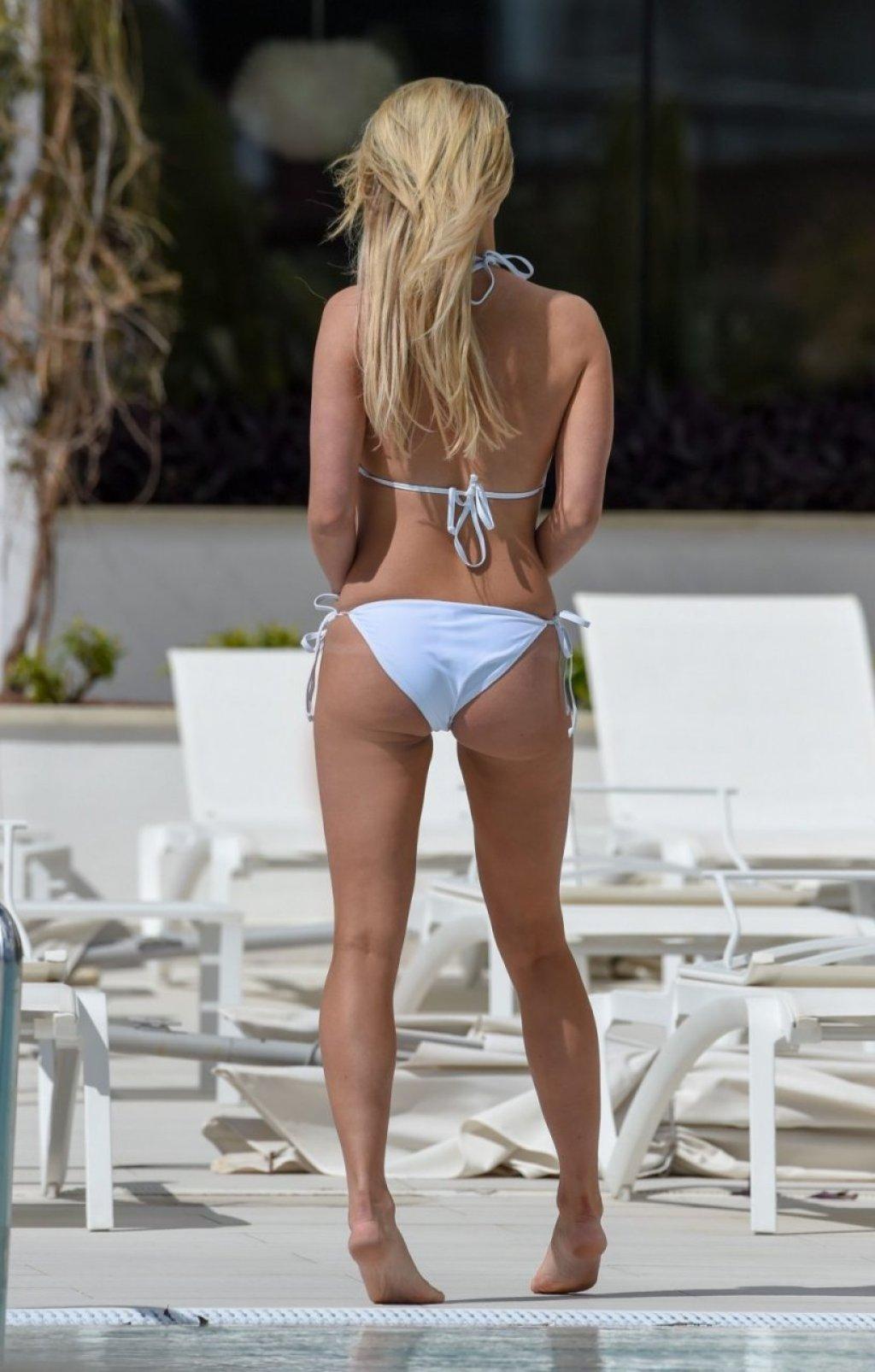 Ferne McCann Sexy (22 Photos)