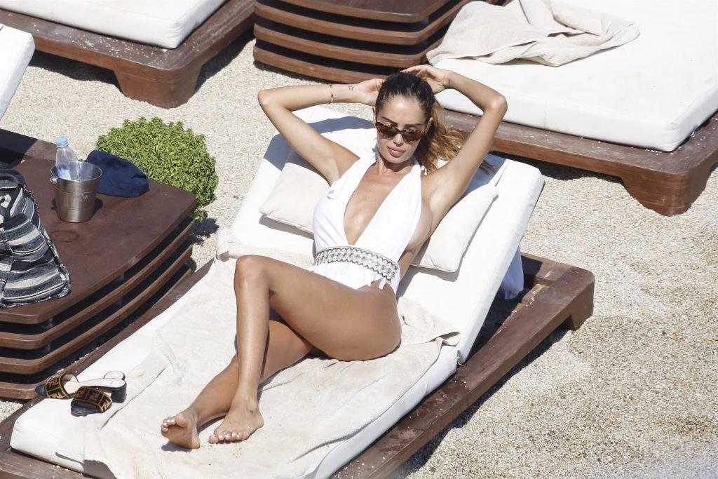 Nabilla Benattia Sexy (22 Photos)