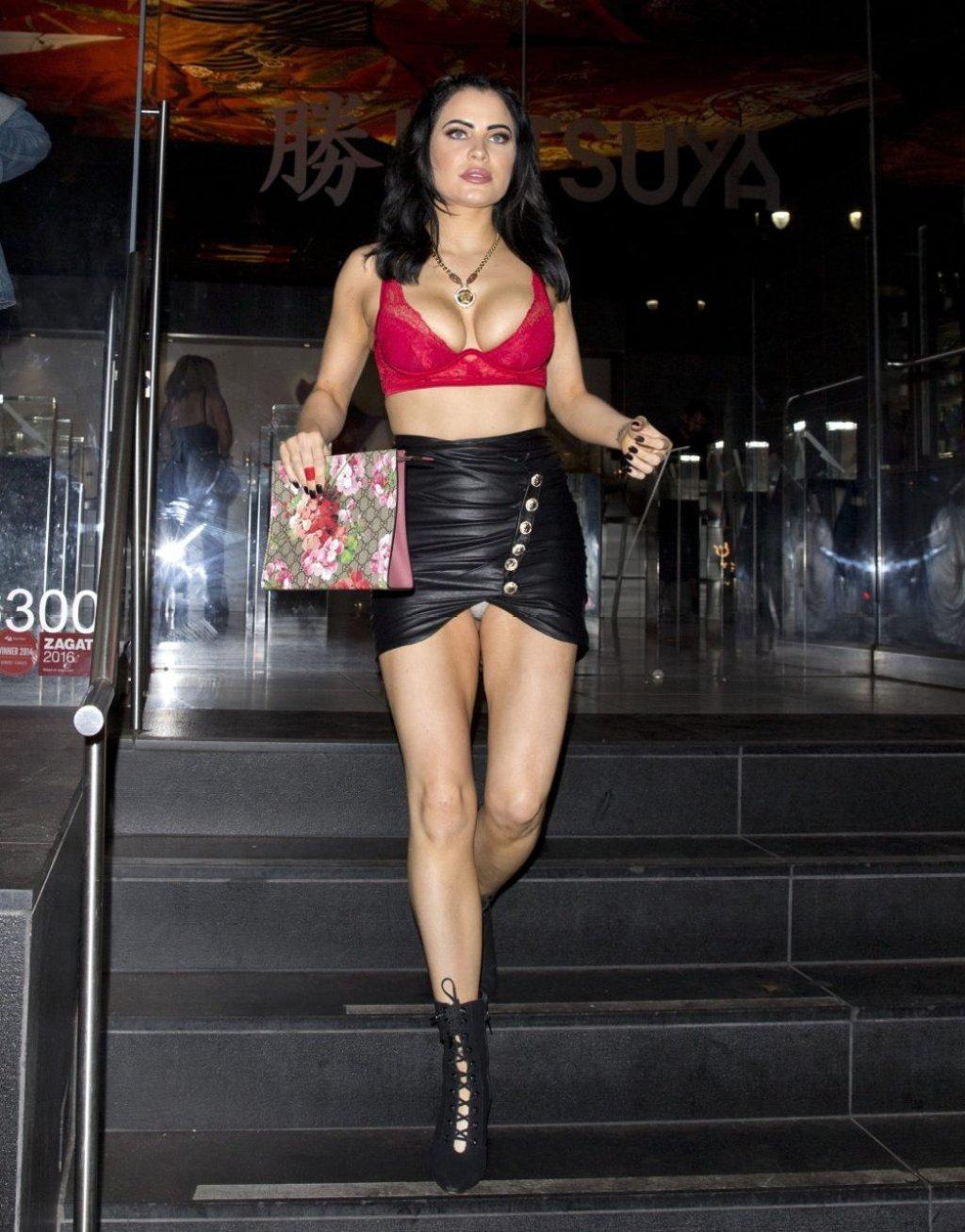 Carla Howe Nip Slip & Upskirt (20 Photos)