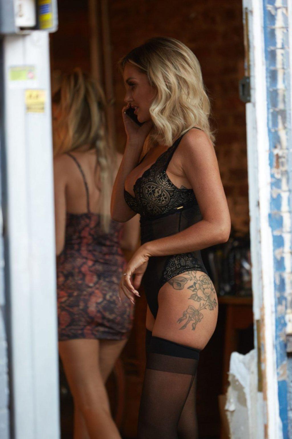 Laura Anderson Sexy (23 Photos)