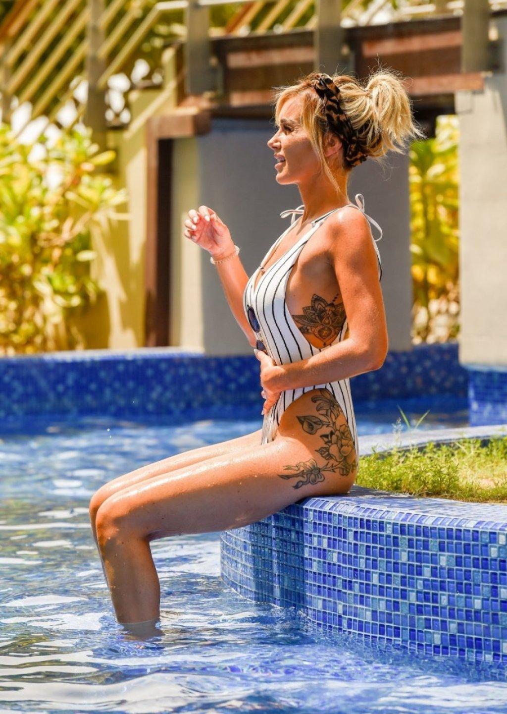 Laura Anderson Sexy (43 Photos)