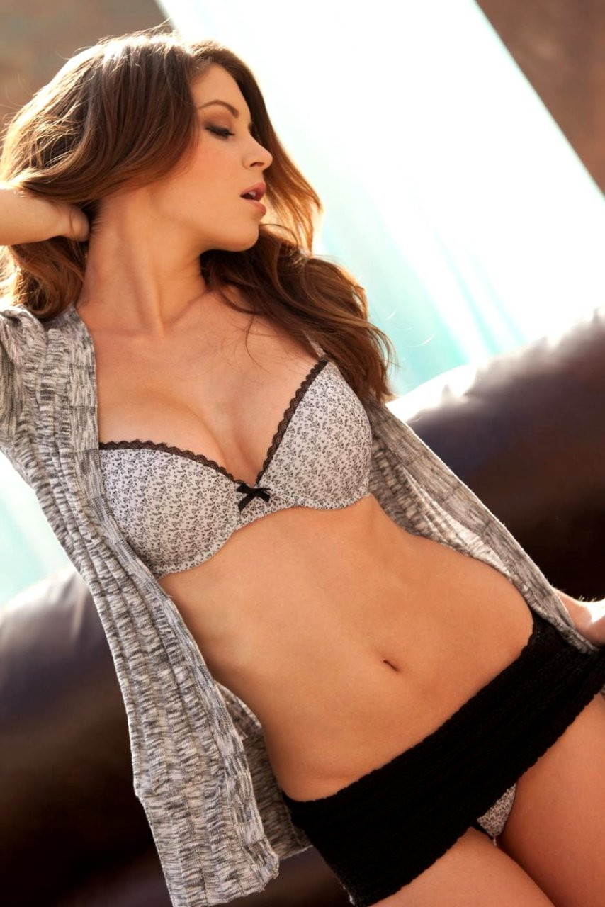 Amber Sym Nude & Sexy (15 Photos)