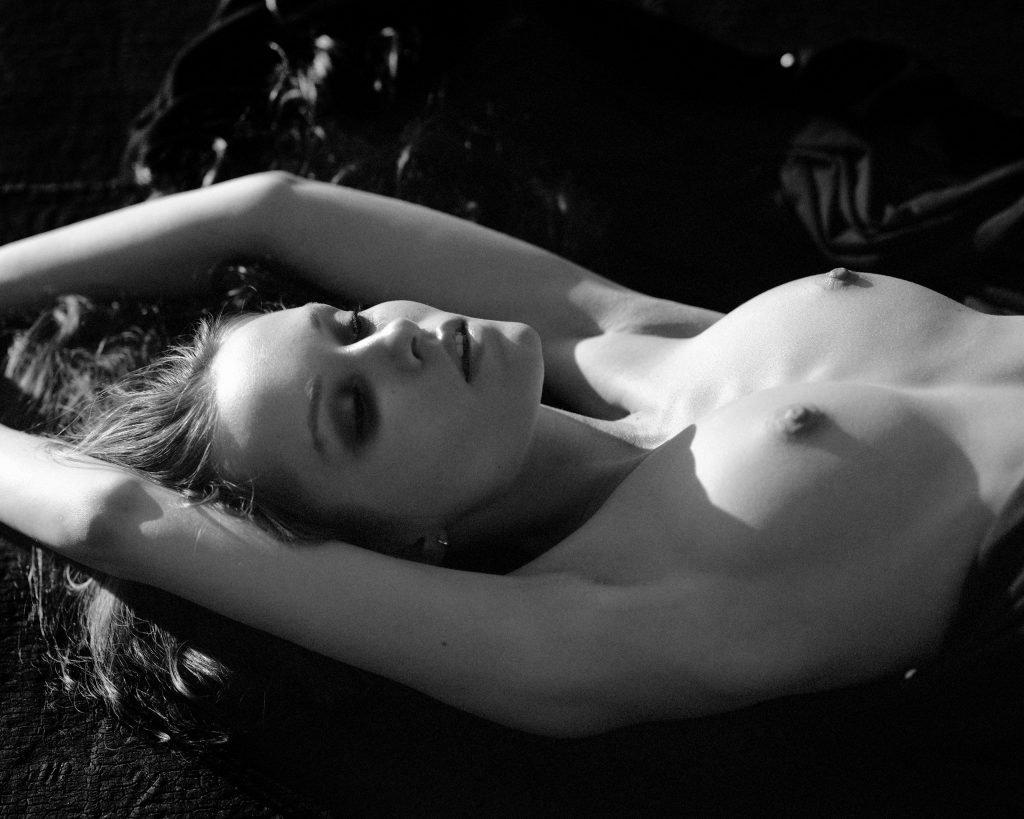 Fenix Raya Naked (9 Photos)