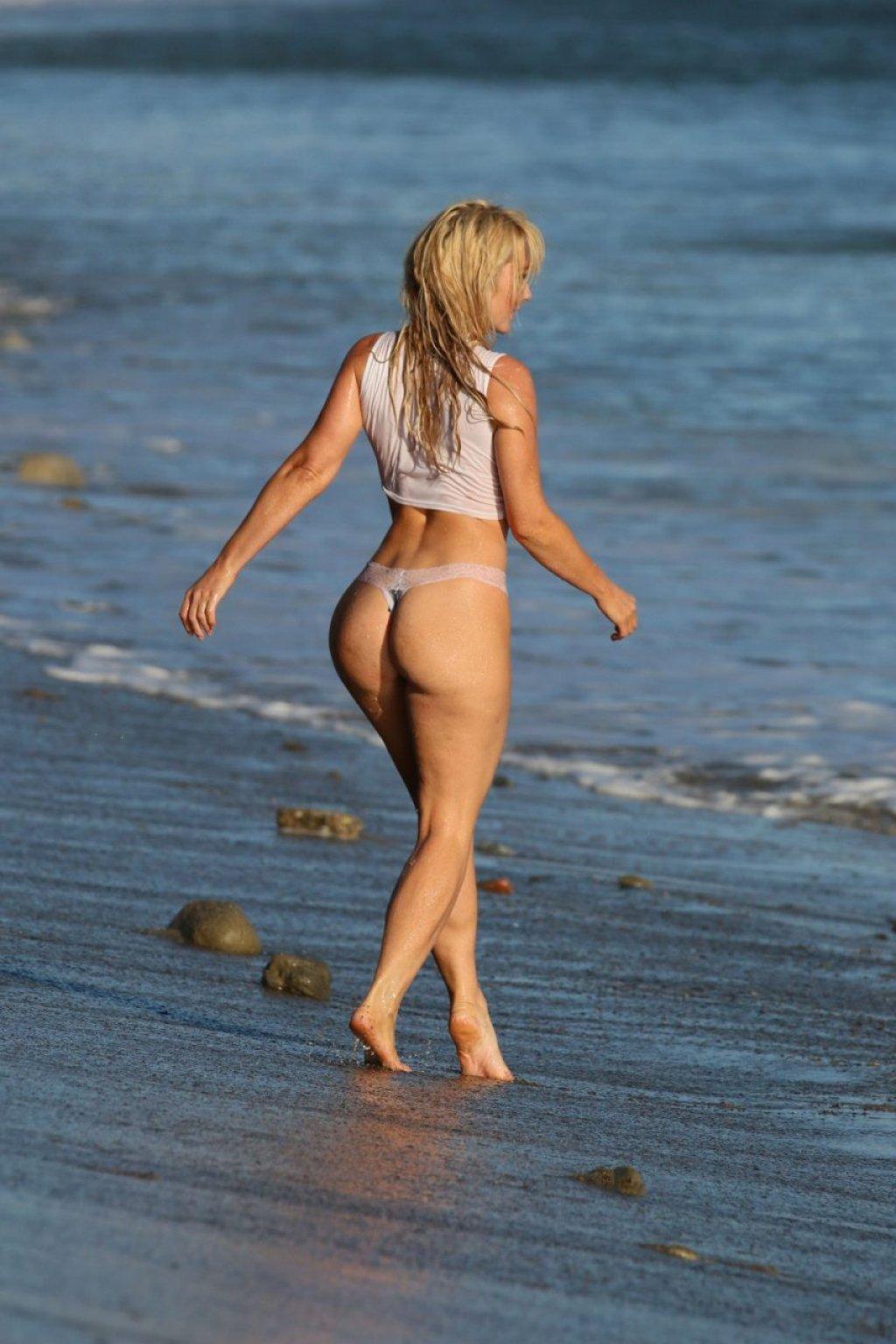 Nikki Lund See Through (16 Photos)