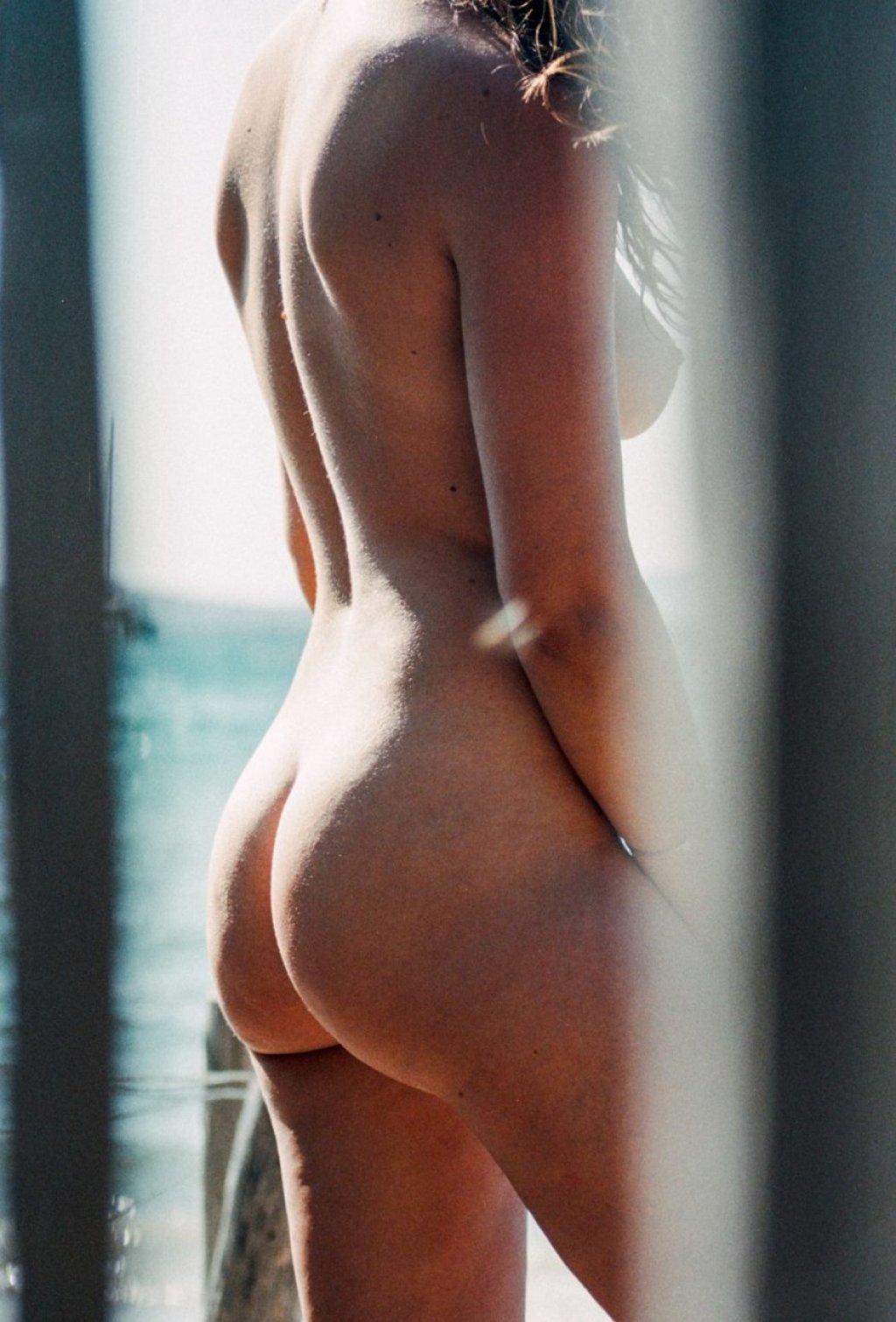Pauline Santamaria Nude & Sexy (12 Photos)