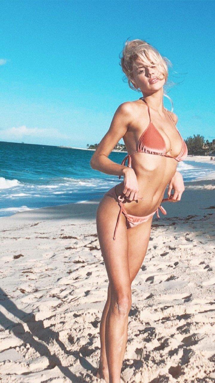 Charlotte McKinney Sexy (5 Hot Photos)