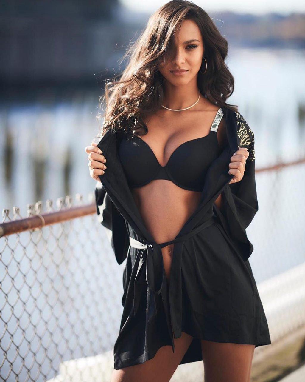Lais Ribeiro Sexy (23 Photos)
