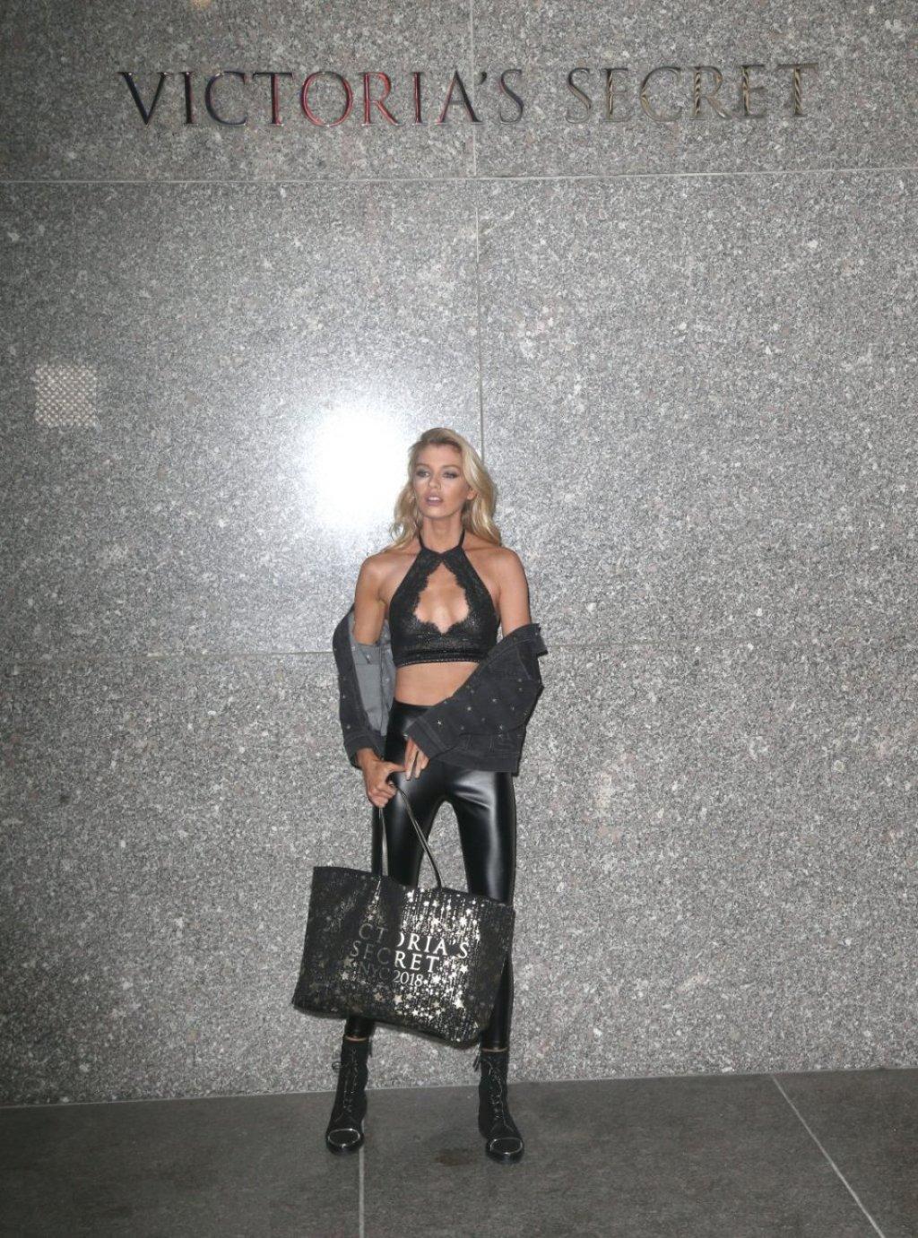 Stella Maxwell Sexy (104 Photos)