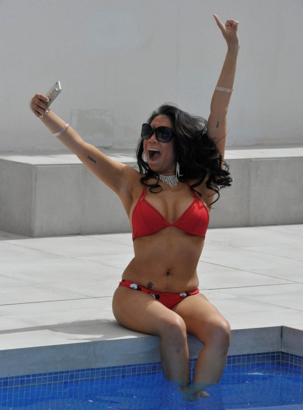 Chrissie Wunna Hot (17 Photos)