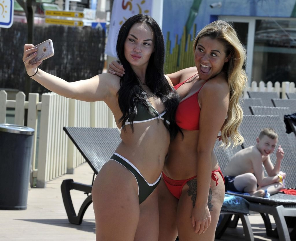 Ellie Young & Hayley Fanshaw Sexy (17 Photos)