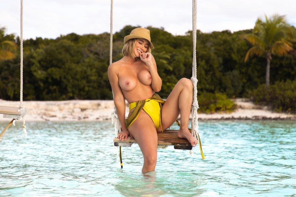 Sara Underwood Topless (7 New Photos)