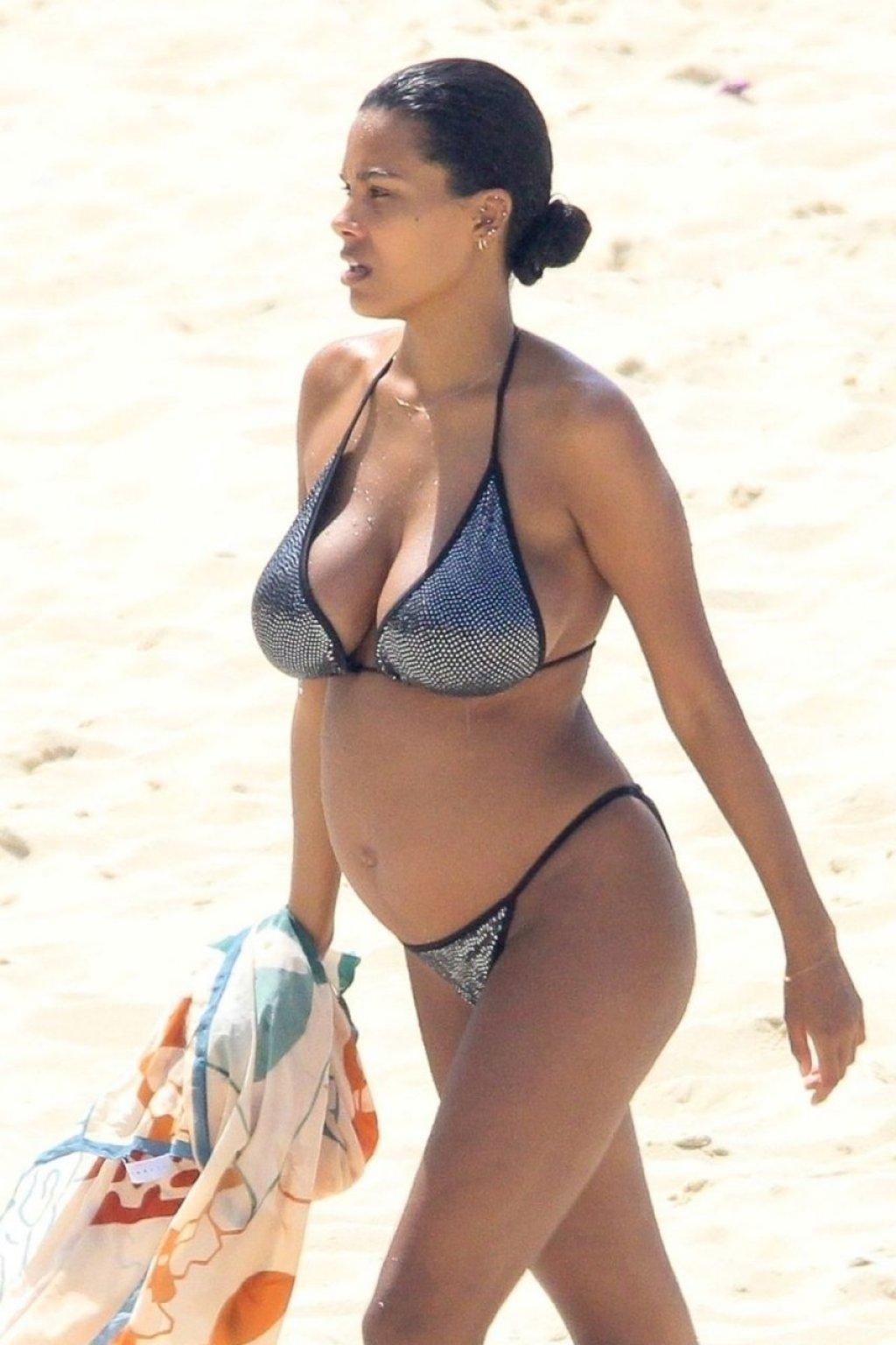 Tina Kunakey Sexy (27 Photos)