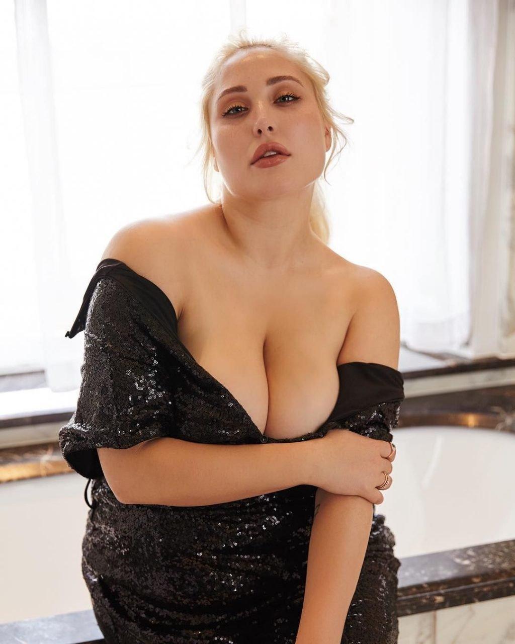 Hayley Hasselhoff Sexy (2 New Photos)