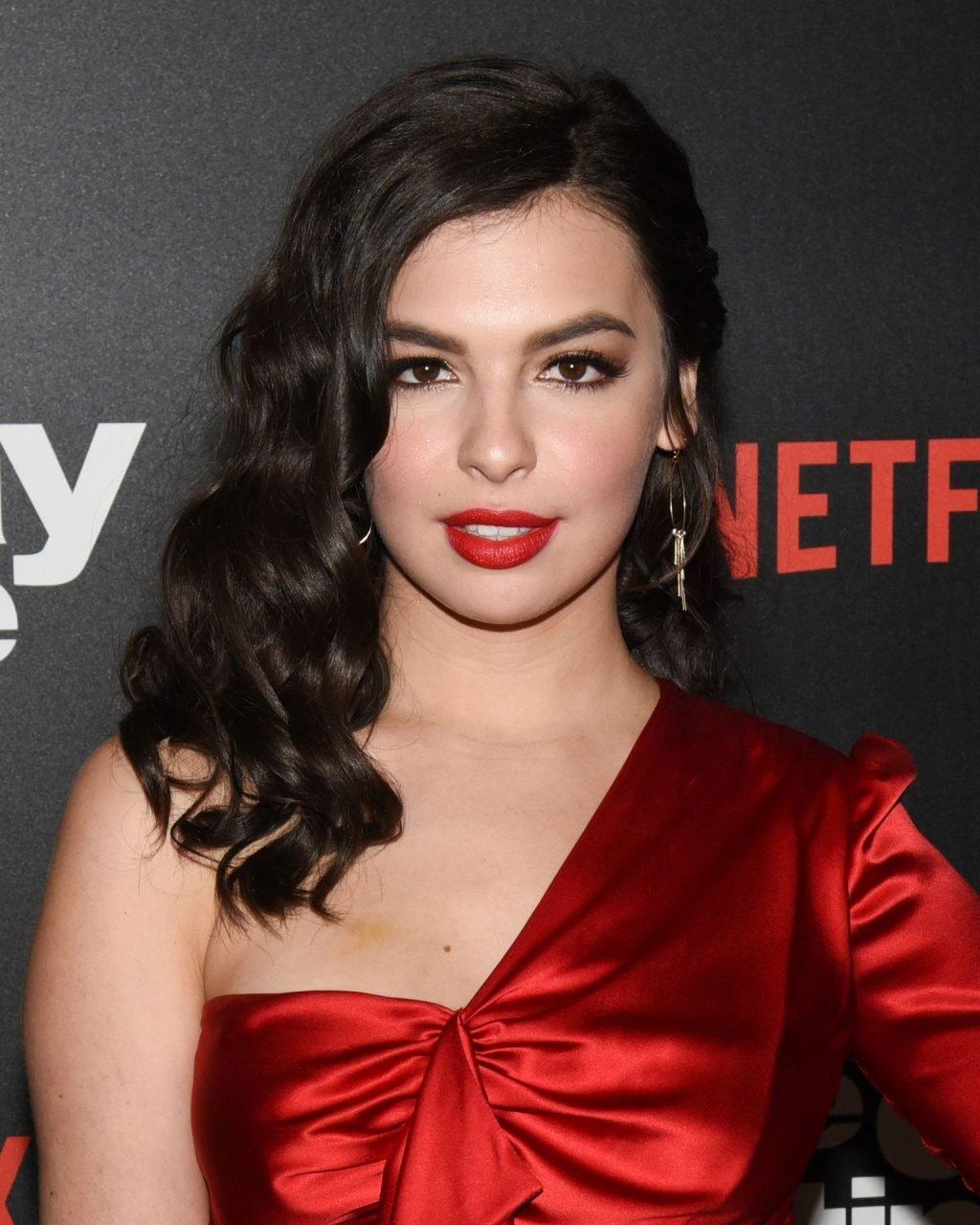 Isabella Gomez Sexy (21 Photos)