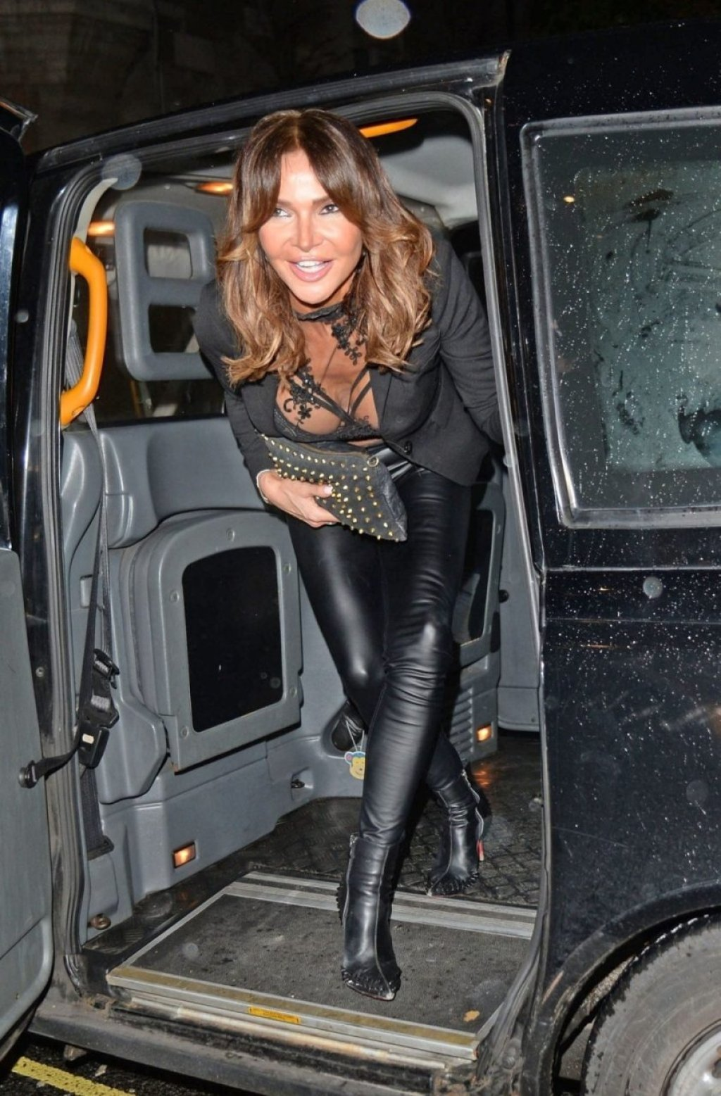 Lizzie Cundy Sexy (27 Photos)