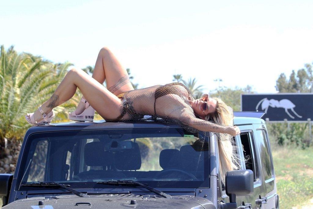 Katie Price Hot (30 Photos)