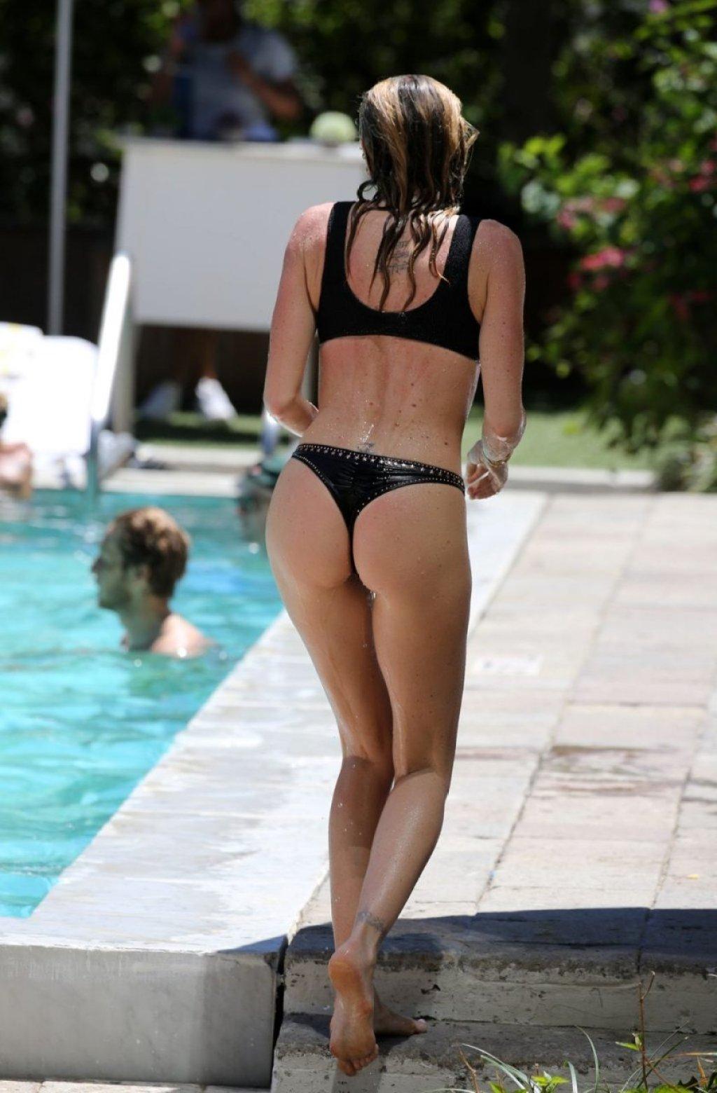 Paola Ambrosini Sexy (24 Photos)