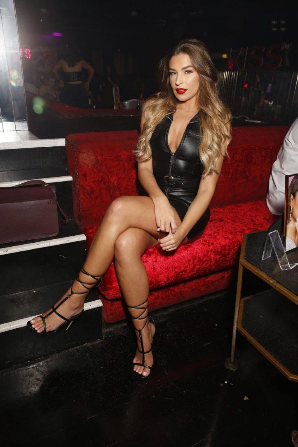 Zara McDermott Sexy (23 Photos)