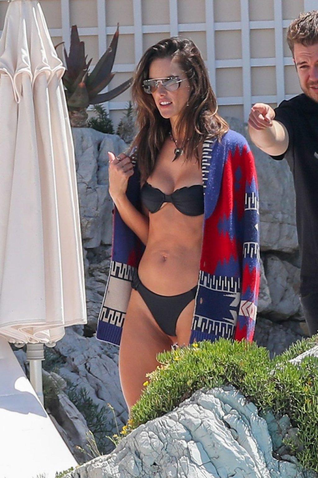 Alessandra Ambrosio Sexy (59 Hot Photos)