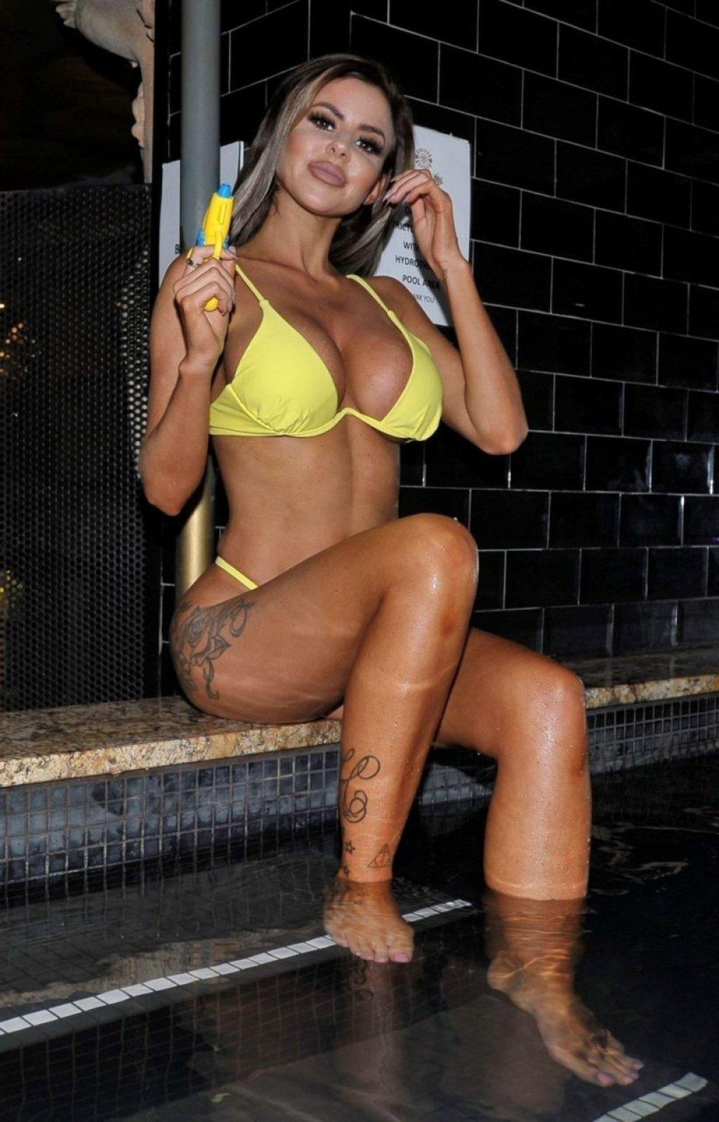 Hannah Elizabeth Sexy (16 Hot Photos)