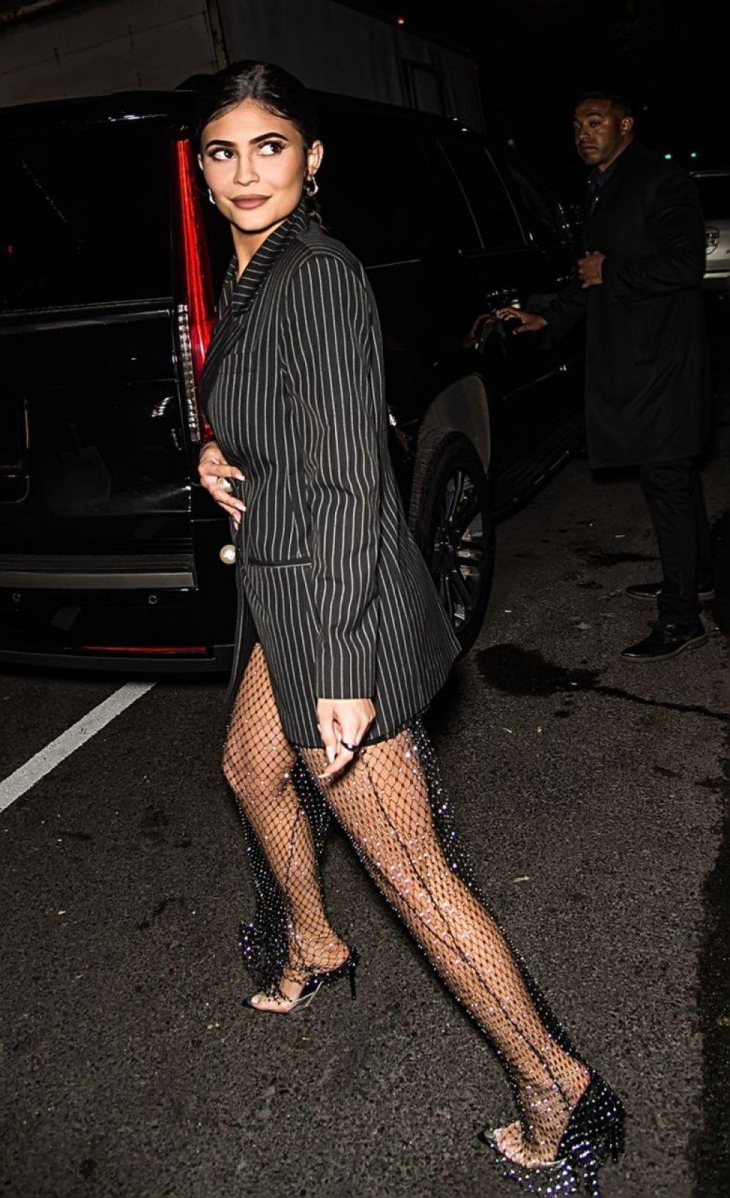 Kylie Jenner Sexy (18 Photos)