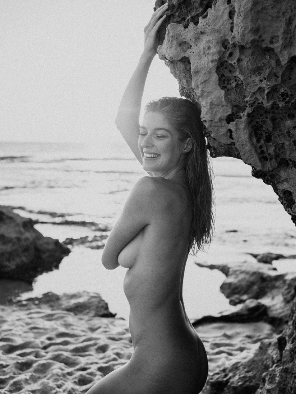 Naomi Holt Nude (8 Photos)