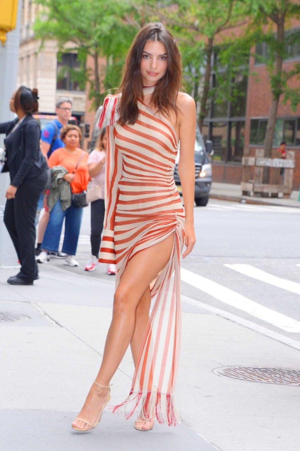 Emily Ratajkowski Sexy (46 Photos)