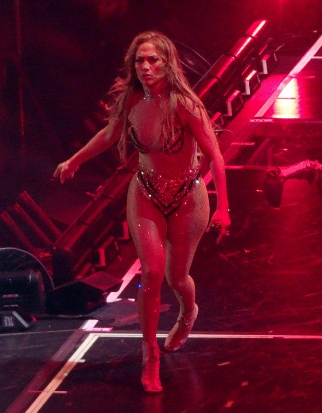 Jennifer Lopez Sexy (77 Photos + Video)
