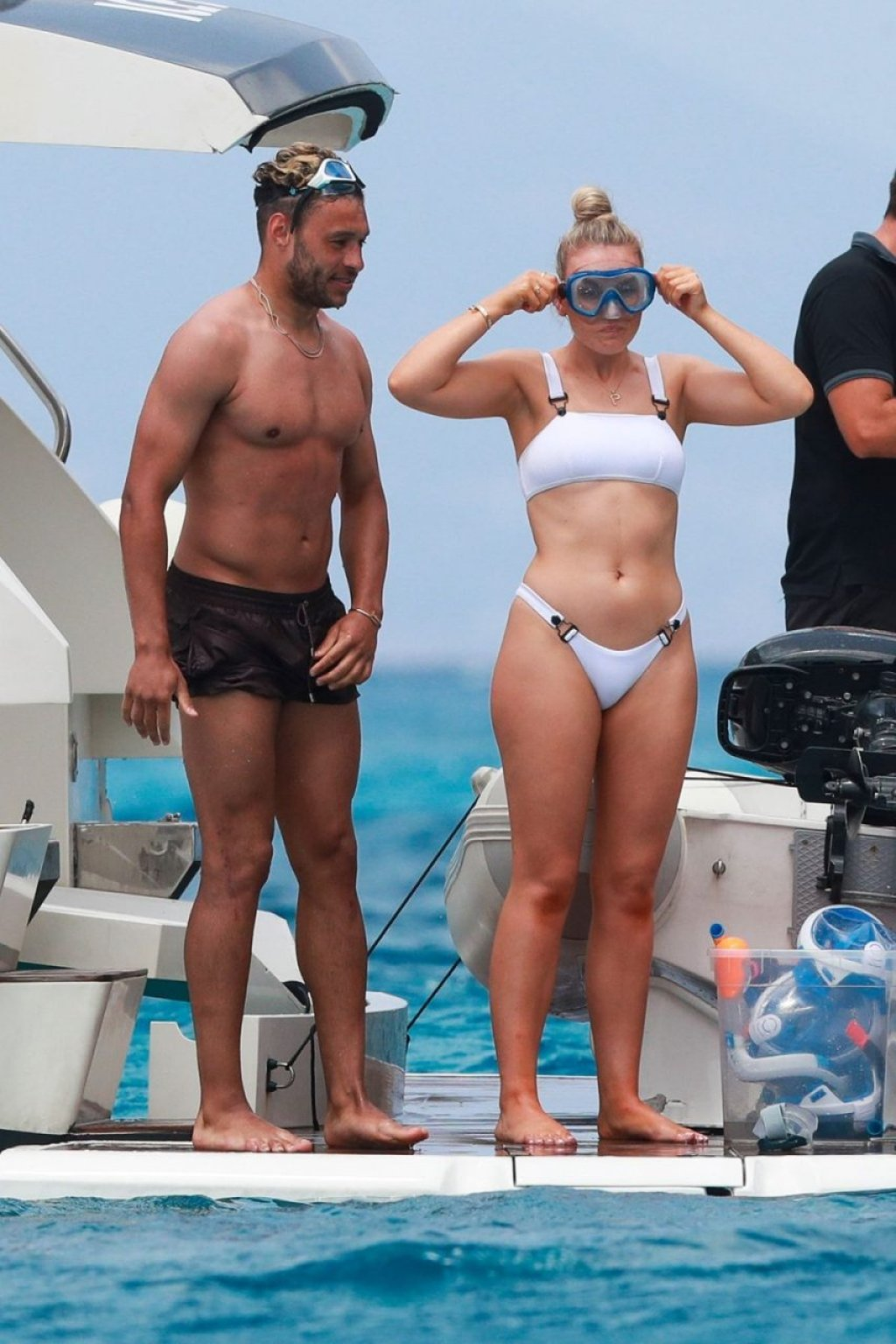 Perrie Edwards Sexy (5 Photos)