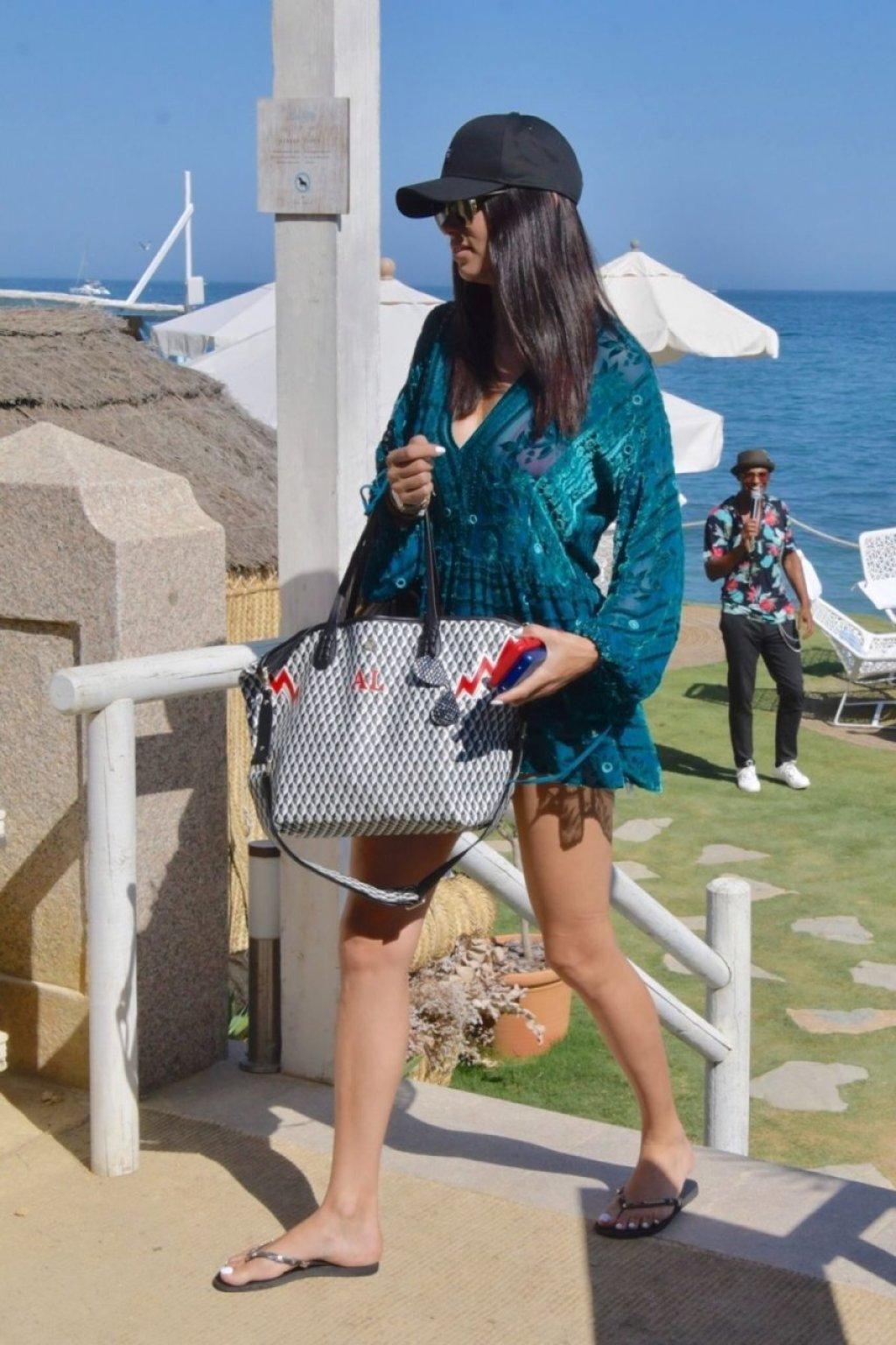 Adriana Lima Sexy (20 Photos)
