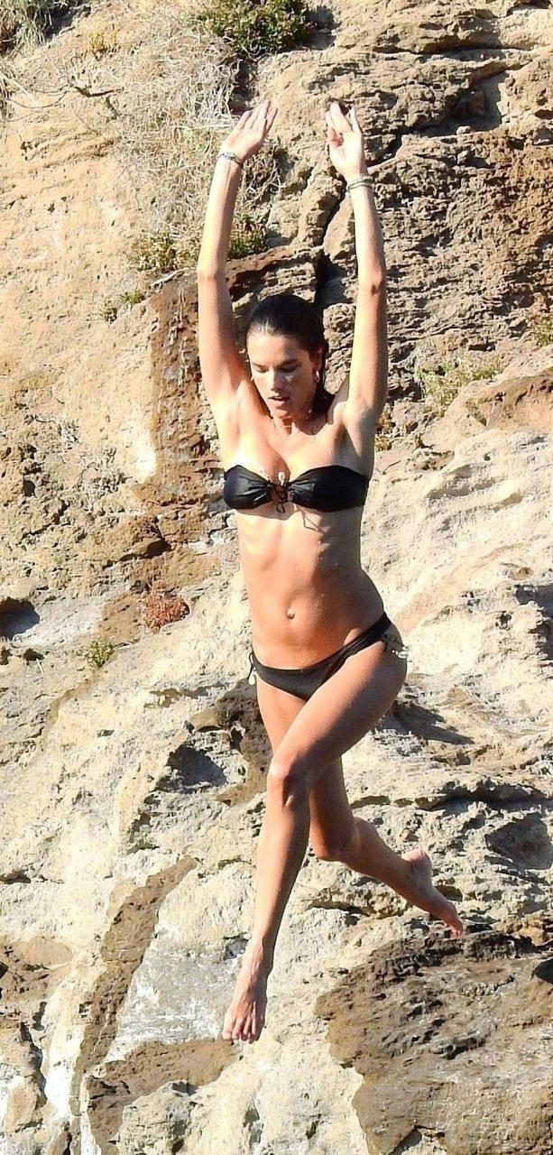 Alessandra Ambrosio Sexy (37 Hot Photos)