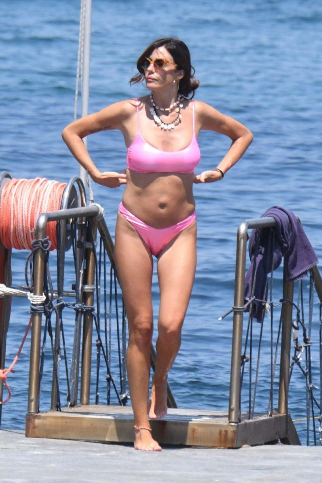 Alessia Fabiani Sexy (20 Photos)