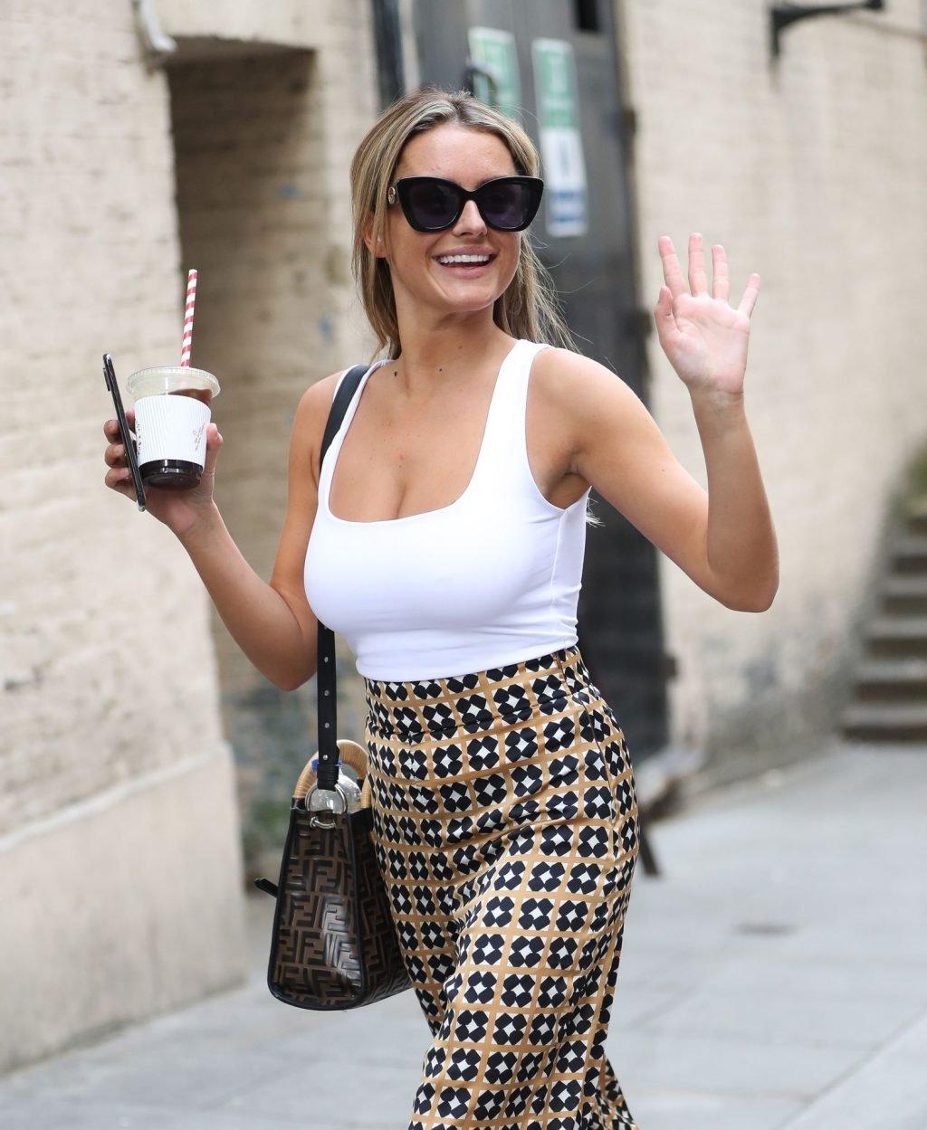Amber Davies Sexy (22 Photos)