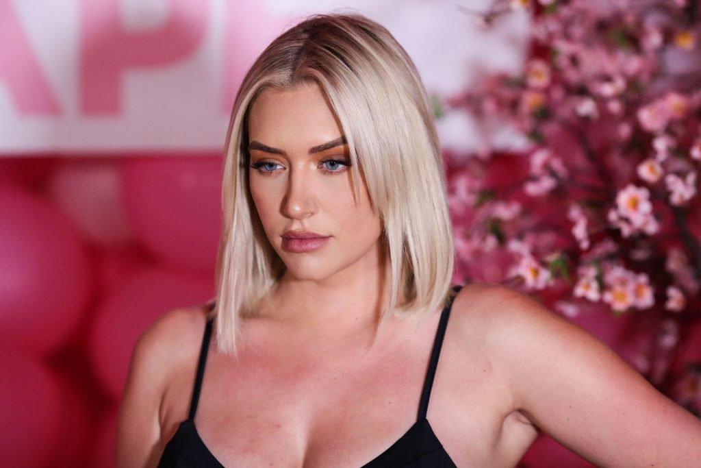 Anastasia Karanikolaou Sexy (31 Photos)