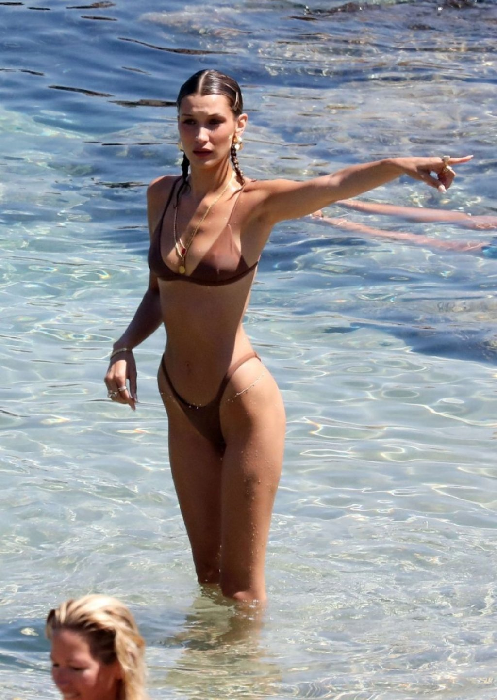 Bella Hadid, Gigi Hadid Sexy (166 Photos)
