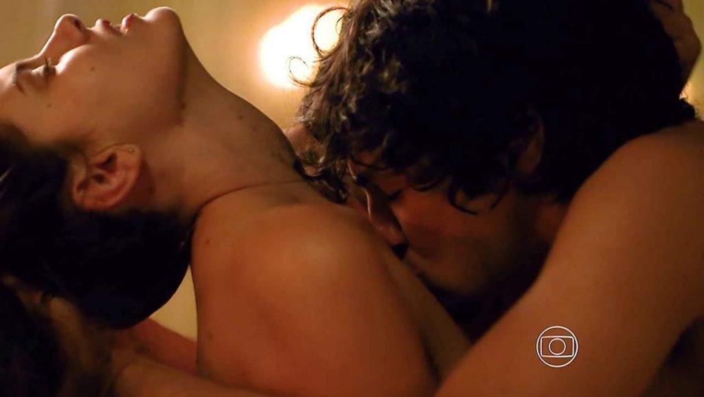 Camila Queiroz Nude – Verdades Secretas (4 Pics + GIF & Video)