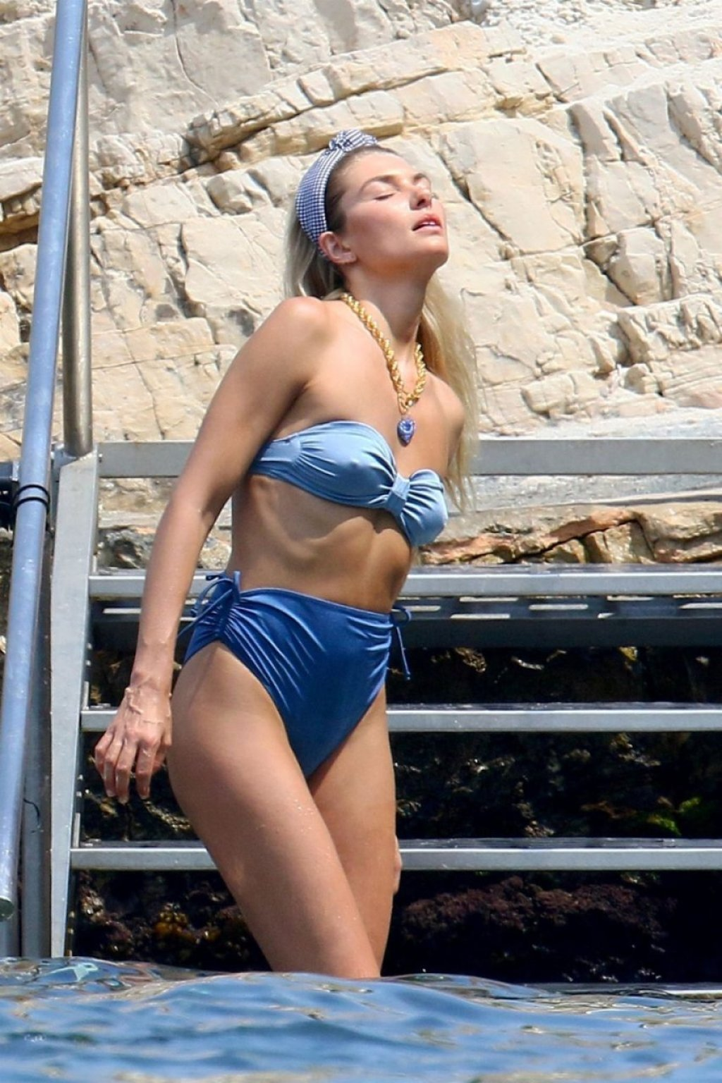 Jessica Hart Sexy (35 Photos)