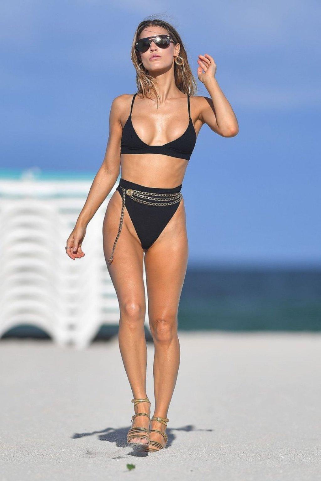Joy Corrigan Sexy (44 Photos)