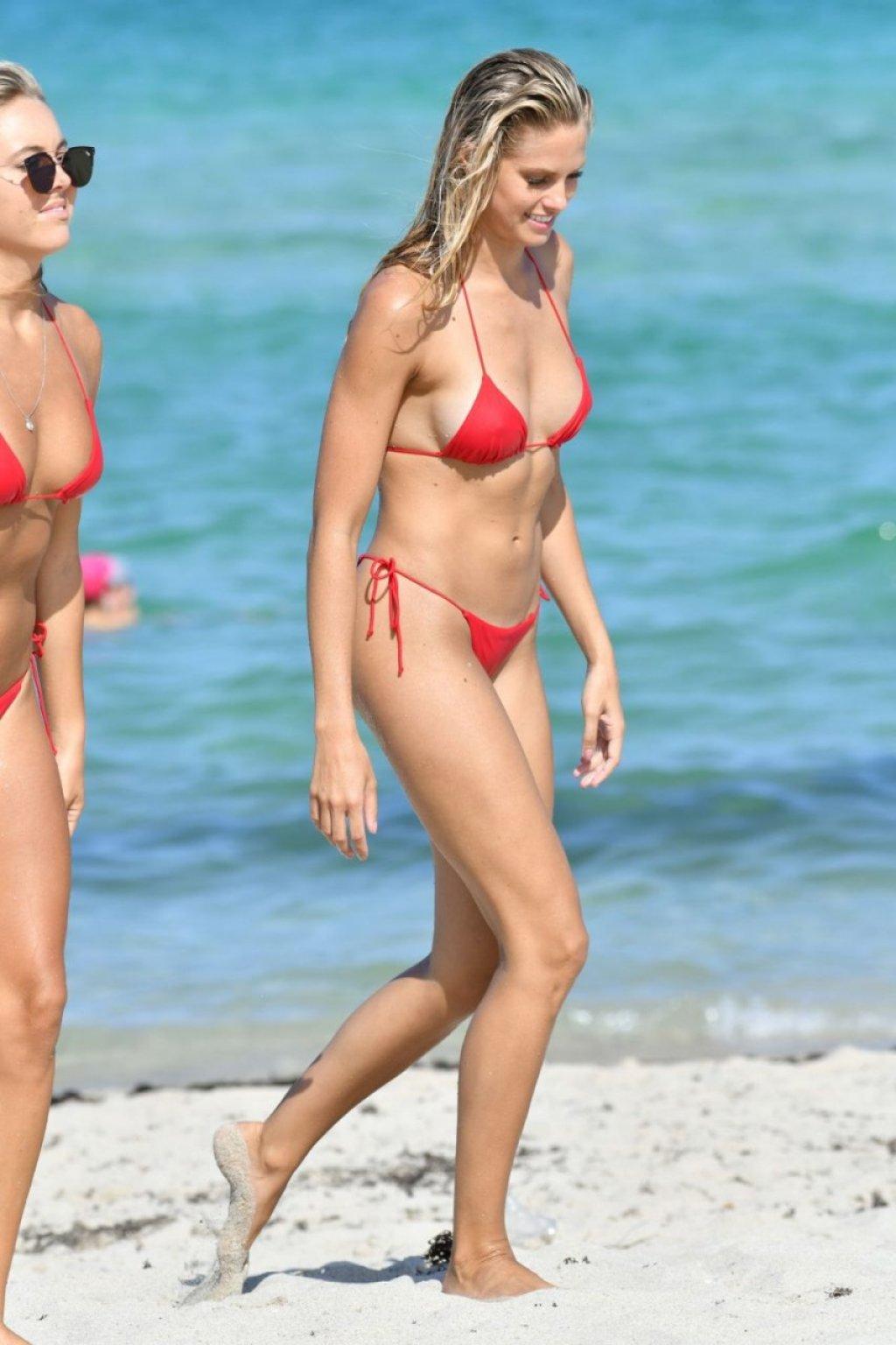 Natalie Roser Sexy (70 Photos)